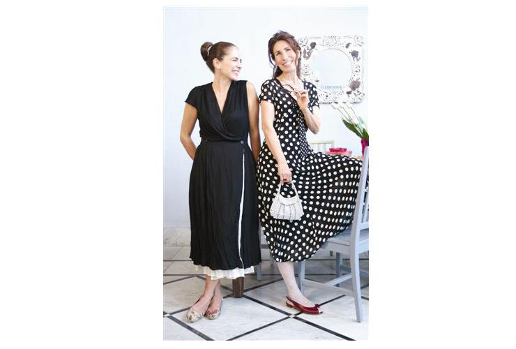איפור ועיצוב שיער, רינה צין, מעצבת בגדים